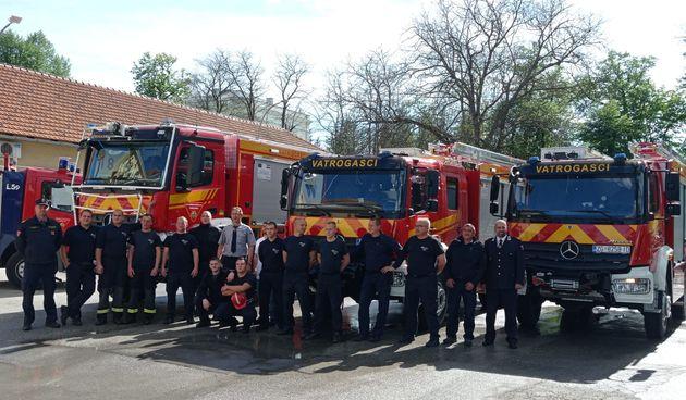 Stigla dva nova navalna vatrogasna vozila - jedan ide karlovačkim profesionalcima, a drugi slunjskim dobrovoljcima