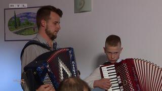 Tulum za kraj večere kod Ljubice, Barbara: 'Dečki su super svirali tu harmoniku...' (thumbnail)