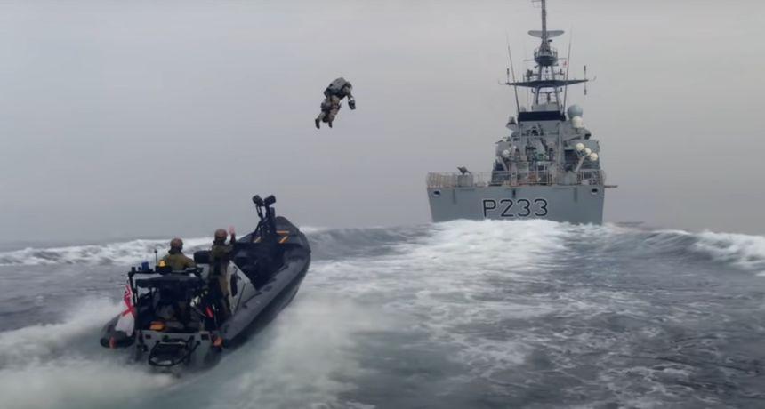 Budućnost je stigla! Ovaj VIDEO ukrcavanja letećih britanskih marinaca na brod morate pogledati!