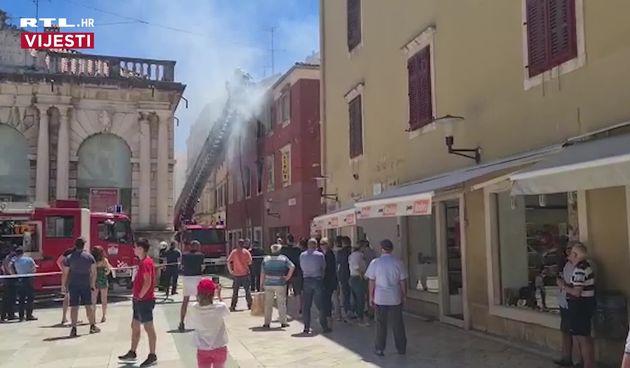 Vatra se brzo širi: Gori stan u Zadru. Vatrogasci evakuiraju stanare (thumbnail)