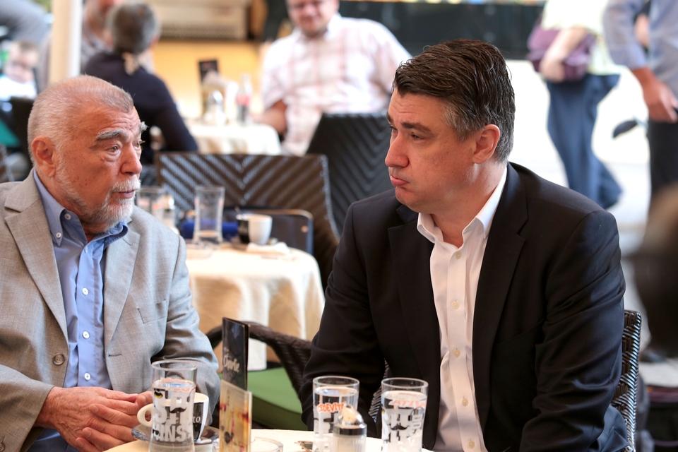Fotogalerija: Zoran Milanović i Stjepan Mesić popili kavu u kultnom  Charlieju - RTL VIJESTI