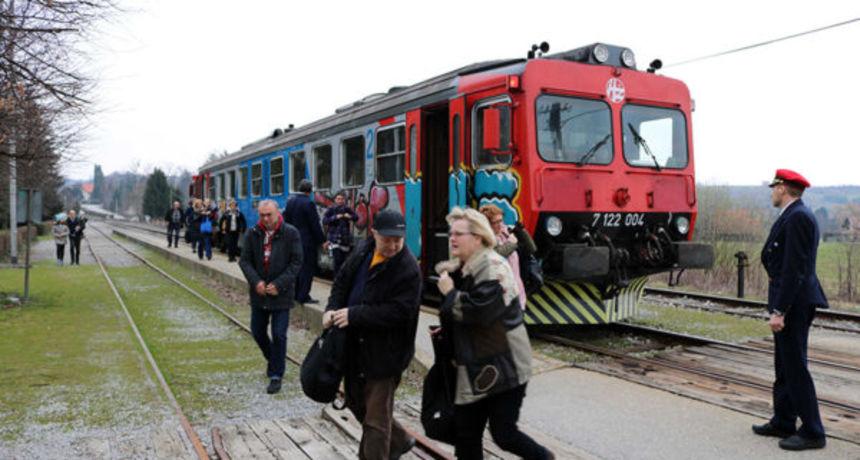 Putnicima stiglo olakšanje - vraća se linija radničkog vlaka iz smjera Ozlja: Zahvaljujemo gradonačelnici Bošnjak na brzoj intervenciji
