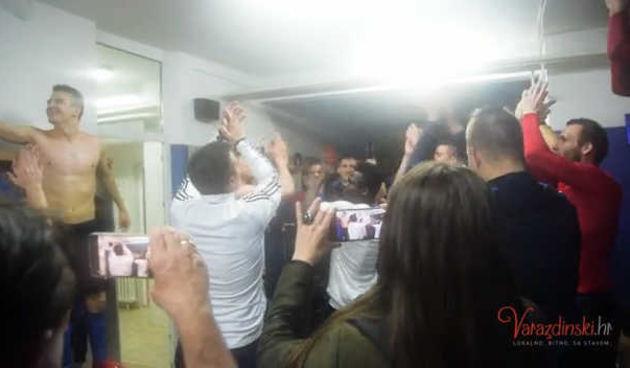 'Šampioni, šampioni!': NK Varaždin ušao u 1. HNL, evo djelića atmosfere proslave (thumbnail)
