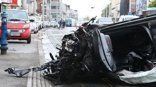 Prometna nesreća u Dubravi: Udario u parkirane automobile i završio na krovu
