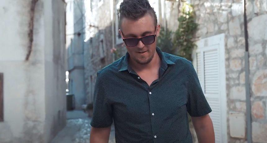 Mladi zagrebački pop-pjevač COOLLINS ovog nas ljeta vodi na 'Otok ljubavi'