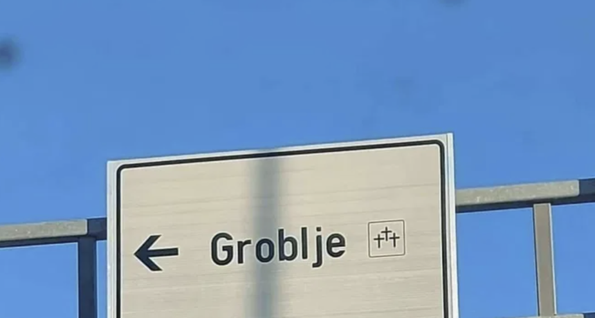 """Should I stay or should I go?"": Bizarni semafor iz Kaštela postao hit na Facebooku"