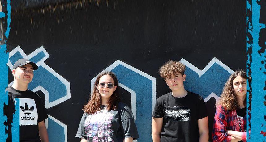 Mladi karlovački punk bend Naughty Duck nastupa na festivalu školskih bendova Superval 18. lipnja u Zagrebu