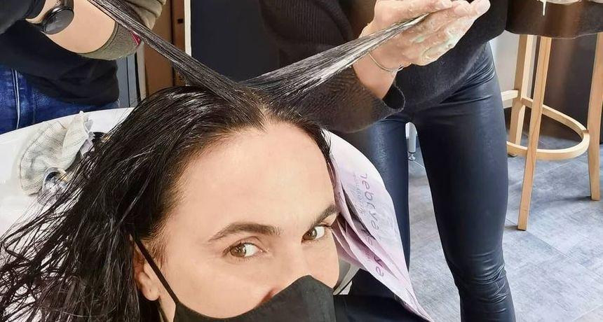 Nakon prošlotjedne javne drame, glumica se pohvalila novom bojom kose: 'Nakon 15 godina prirodna'