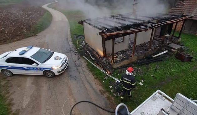 U Tomašnici kraj Ozlja potpuno izgorjela kuća - vlasnika spasili susjedi i vatrogasci
