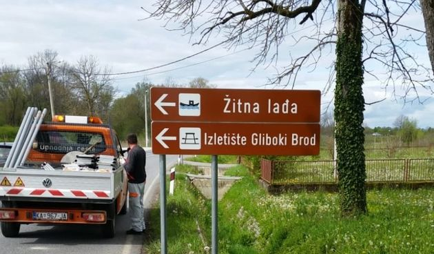 Nastavak postavljanja smeđe signalizacije - na prometnicama označeni pristanište Žitne lađe i Izletište Gliboki Brod
